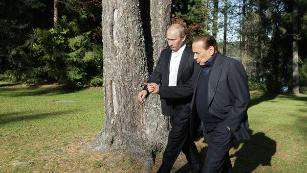 Vladimir Putin y Silvio Berlusconi (archivo) - Sputnik Mundo