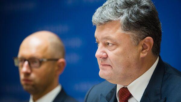 Primer ministro de Ucrania, Arseni Yatseniuk y presidente de Ucrania, Petró Poroshenko - Sputnik Mundo
