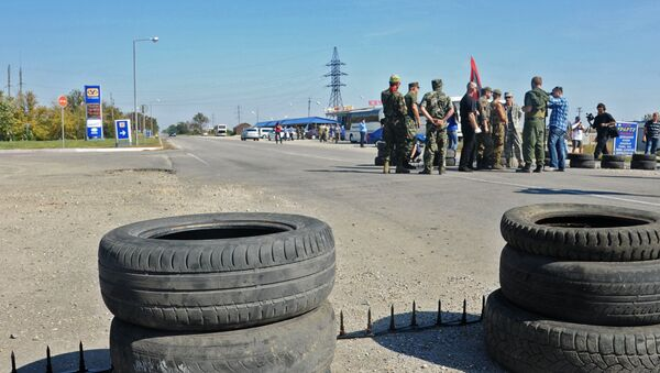 Activistas bloquean el camino que conduce a Crimea - Sputnik Mundo