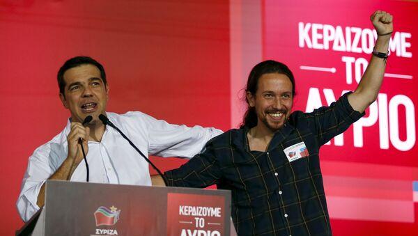Pablo Iglesias (dcha.), secretario general de Podemos, y el dirigente de Syriza, Alexis Tsipras - Sputnik Mundo