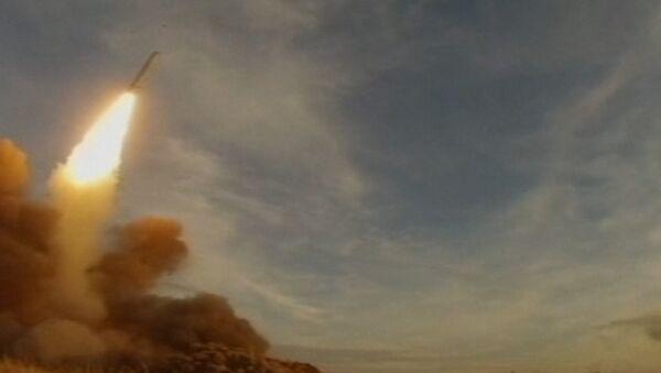 Sistema de misiles Iskander en acción - Sputnik Mundo