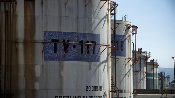 Tanques de almacenamiento de petróleo de Pemex en Tula, México - Sputnik Mundo