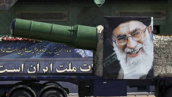Desfile militar en Teherán - Sputnik Mundo