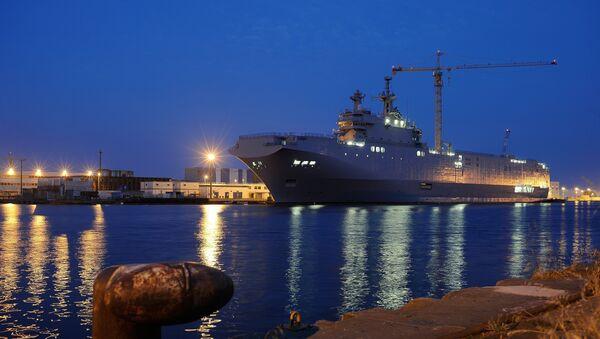 Portahelicóptero Vladivostok de la clase Mistral en el astillero de Saint-Nazaire, Francia - Sputnik Mundo