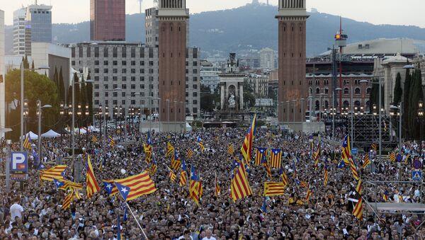 Partidarios de la independencia durante el acto final de la campaña para las elecciones catalanas - Sputnik Mundo