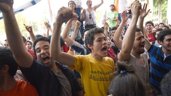 Estudiantes paraguayos mantienen protesta para cambiar estatutos universitarios - Sputnik Mundo