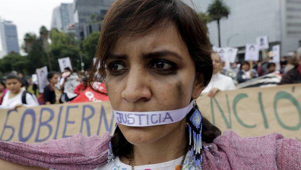 Un año de la masacre de los estudiantes de magisterio rural de Ayotzinapa. Manifestación, Ciudad de México (archivo) - Sputnik Mundo