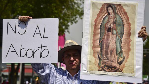 Activistas mexicanos protestan contra la aprobación de la ley a favor del aborto - Sputnik Mundo