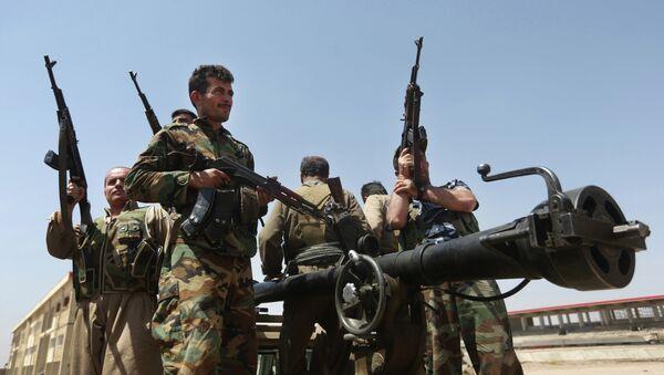 Combatientes kurdos en la provincia de Kirkuk, Irak - Sputnik Mundo