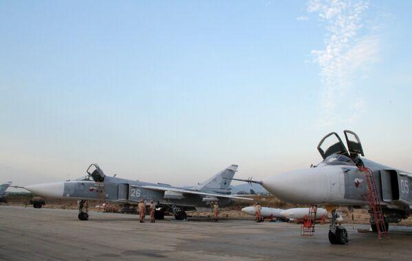 Grupo aéreo ruso en el aeródromo sirio de Hmeymim - Sputnik Mundo