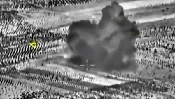 Aviones rusos (Su-34) realizan 14 salidas en Siria en la misión anti-EI - Sputnik Mundo