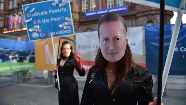 Decenas de miles de británicos protestan contra recortes del Gobierno conservador - Sputnik Mundo