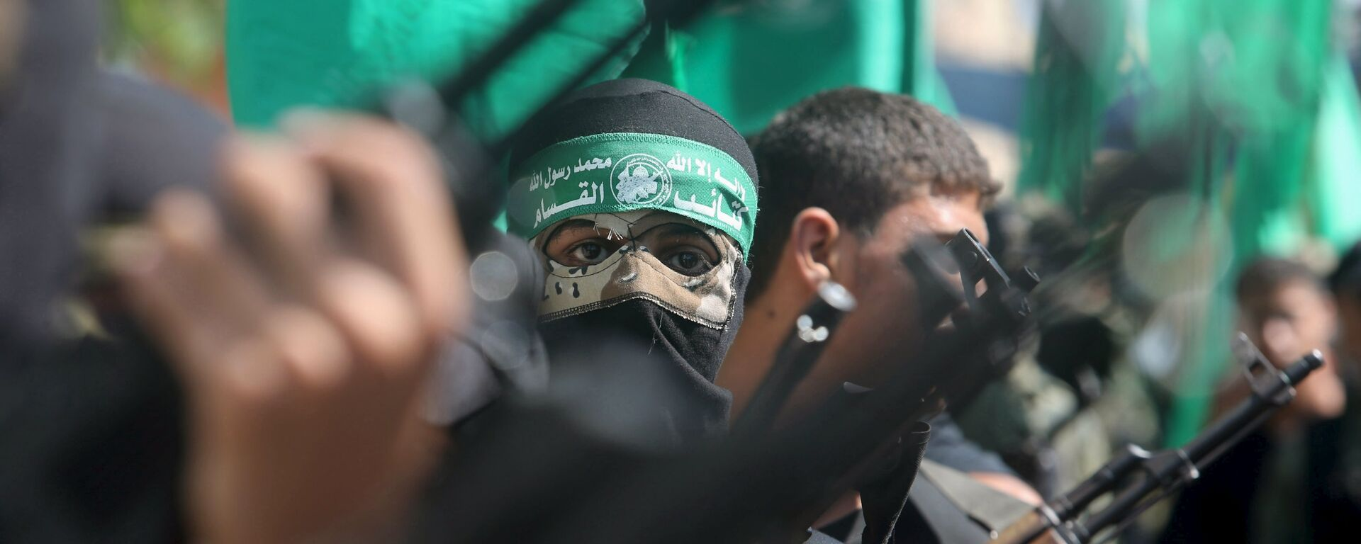 Palestinian Hamas militants take part in a protest against the Israeli police raid on Jerusalem's al-Aqsa mosque on Tuesday, in Khan Younis in the southern Gaza Strip, September 18, 2015. - Sputnik Mundo, 1920, 08.07.2021