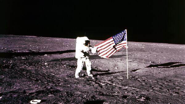 Un astronauta en la Luna (imagen ilustrativa) - Sputnik Mundo