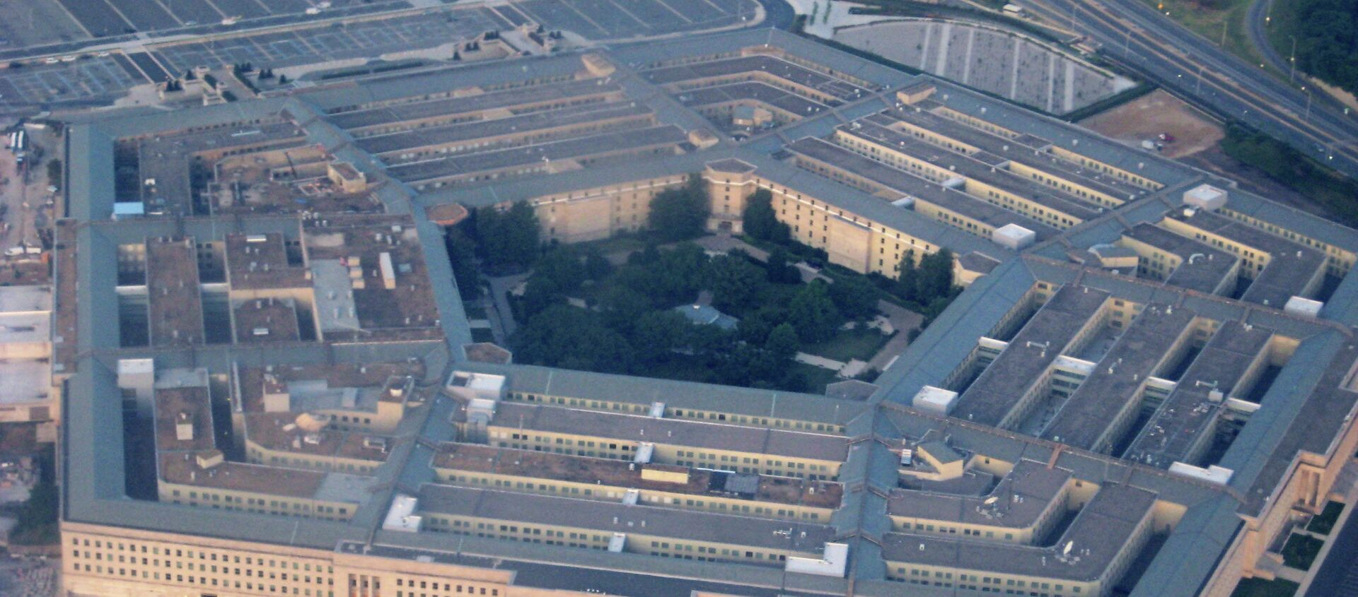 The Pentagon has published its massive book of rules for war, and one of them is that some journalists may be considered unprivileged belligerents, essentially a new euphemism for someone whose rights need not be respected.  - Sputnik Mundo, 1920, 03.02.2021