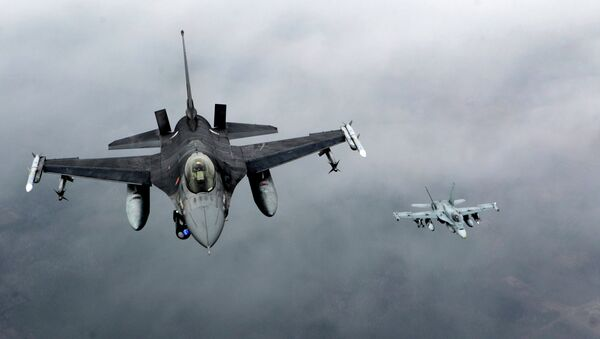 Cazas F-16 (archivo) - Sputnik Mundo