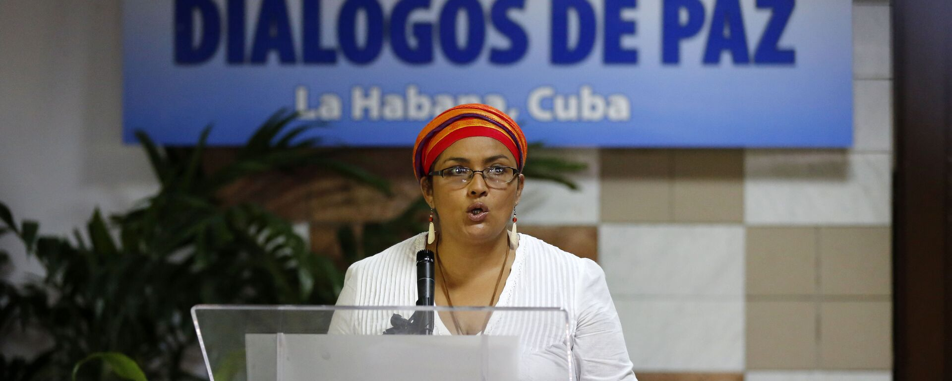 Victoria Sandino, member of the Revolutionary Armed Forces of Colombia, FARC, reads a statement before the start of a new round of peace talks between the FARC rebels and the government of Colombia, in Havana, Cuba, Thursday, May 21, 2015 - Sputnik Mundo, 1920, 12.08.2021