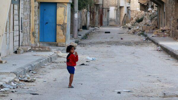Una niña en Alepo, Siria - Sputnik Mundo