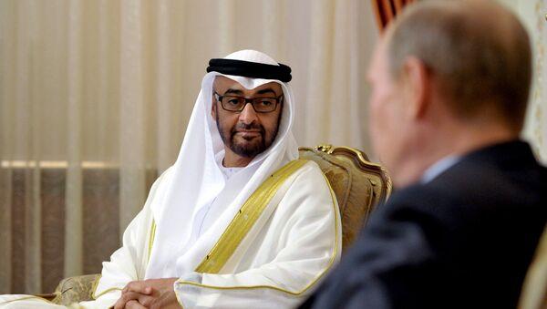 Príncipe heredero de Abu Dabi, Mohamed bin Zayed Al Nahyan y presidente de Rusia, Vladímir Putin - Sputnik Mundo