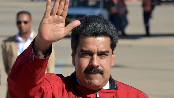 Nicolás Maduro, presidente de Venezuela, en el aeropuerto de Cochabamba - Sputnik Mundo