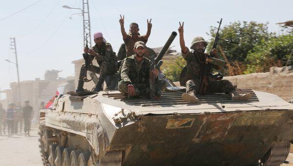 El Ejército gubernamental de Siria entra en la ciudad de Atshan en la provincia de Hama - Sputnik Mundo