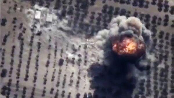 Bombardeos rusos contra las posiciones de terroristas (Archivo) - Sputnik Mundo