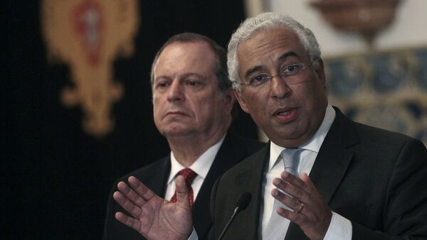 Antonio Costa (R), leader of the opposition Socialist Party (PS), speaks with the media after a meeting with Portugal's President in Lisbon, Portugal October 20, 2015. - Sputnik Mundo