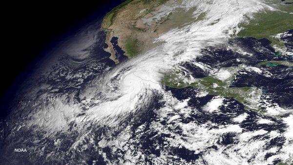 Un huracán visto desde el espacio (archivo) - Sputnik Mundo