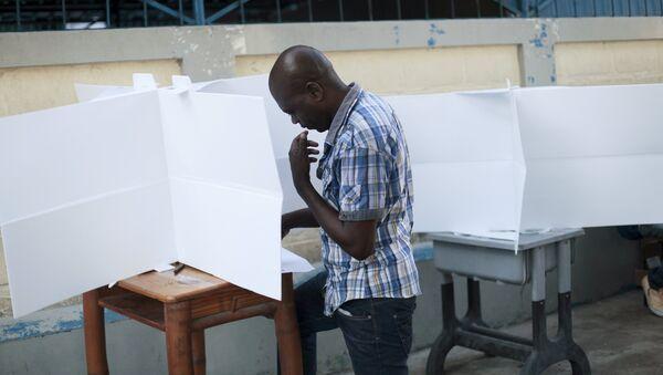 Haití cierra urnas en una jornada sin incidentes - Sputnik Mundo