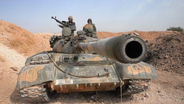 Tanque T-72 en Siria - Sputnik Mundo