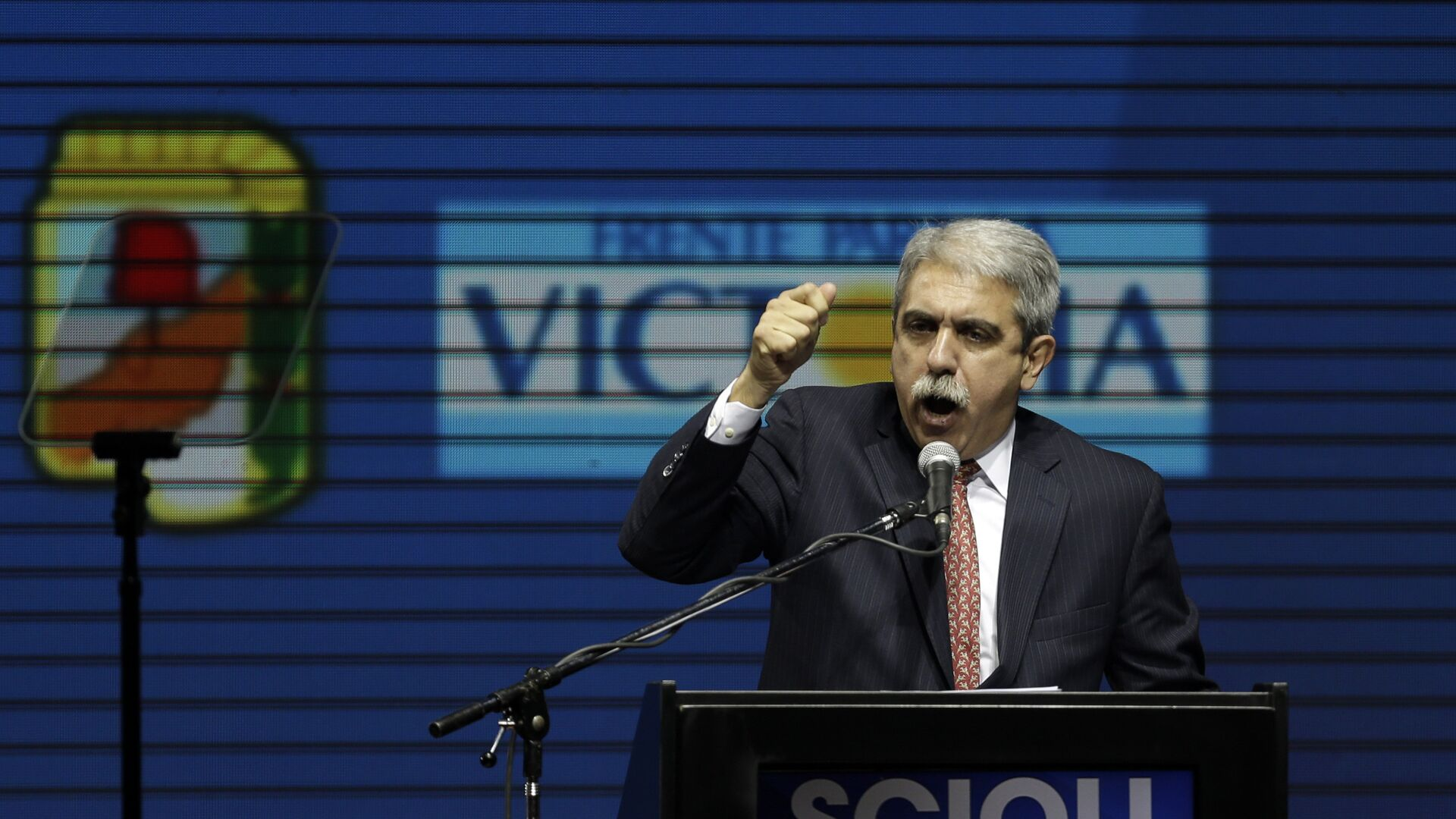 Buenos Aires' province Governor candidate and Argentina's Cabinet chief, Anibal Fernandez talks to supporters at a closing campaign rally in Buenos Aires, Argentina, Thursday, Oct. 22, 2015. - Sputnik Mundo, 1920, 29.09.2021