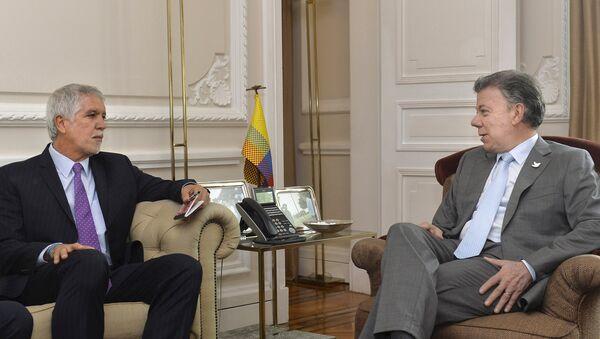 Enrique Peñalosa, alcalde de Bogotá y Juan Manuel Santos, presidente de Colombia - Sputnik Mundo