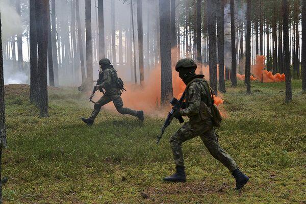 Entrenamiento de las unidades de misiones especiales del Distrito Militar Oeste de Rusia - Sputnik Mundo