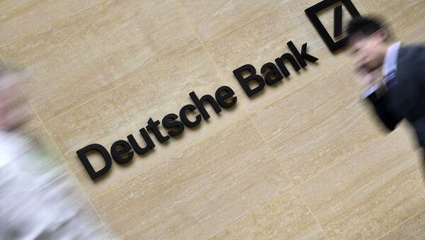 El logo del Deutsche Bank de las oficinas en la City de Londres - Sputnik Mundo