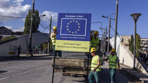 Logo de UE en Kosovo - Sputnik Mundo