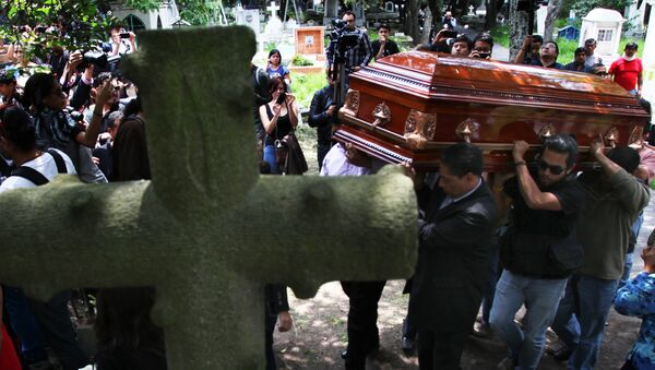 Funeral del fotoperiodista asesinado Rubén Espinosa en Mexico City, 2 de agosto 2015 - Sputnik Mundo