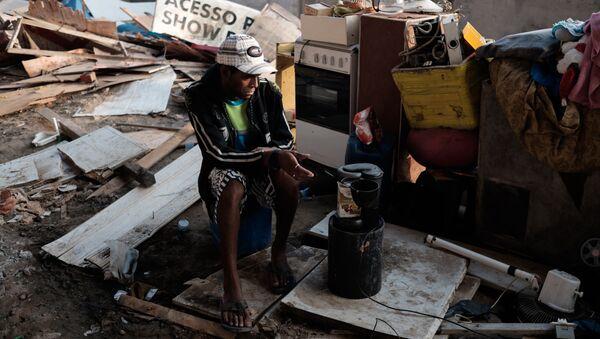 Persona sin hogar en Río de Janeiro, Brasil - Sputnik Mundo