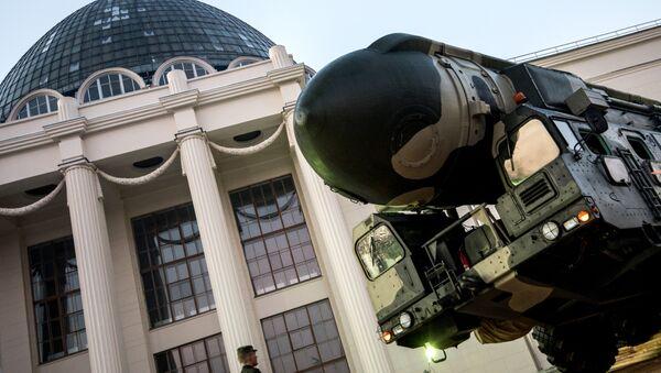 Lanzadera de misiles Tópol - Sputnik Mundo