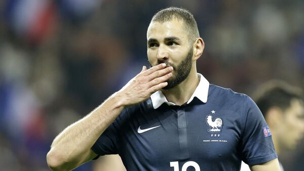 France's Karim Benzema reacts after scoring the fourth goal against Armenia during their friendly soccer match in the stadium of Nice, southeastern France, Thursday, Oct 8, 2015. - Sputnik Mundo