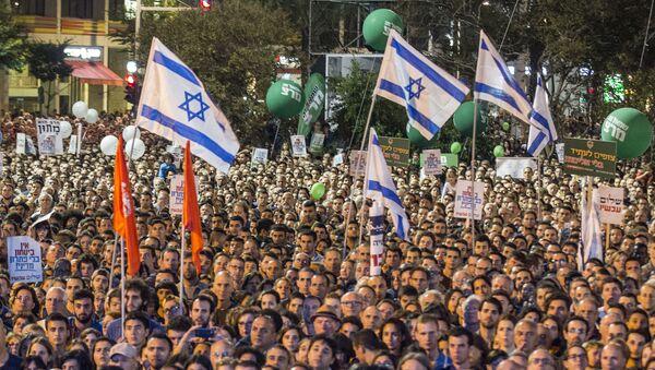 Decenas de miles de israelís se congregaron en la plaza de Rabin para recordar al primer ministro Isaac Rabin - Sputnik Mundo