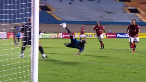 El gol del delantero del Goianésia-GO, Wendell Lira, contra el Atlético-Go - Sputnik Mundo