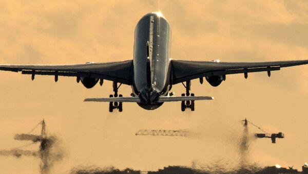 Un Airbus A330 despega del aeropuerto moscovita de Sheremétievo (archivo) - Sputnik Mundo