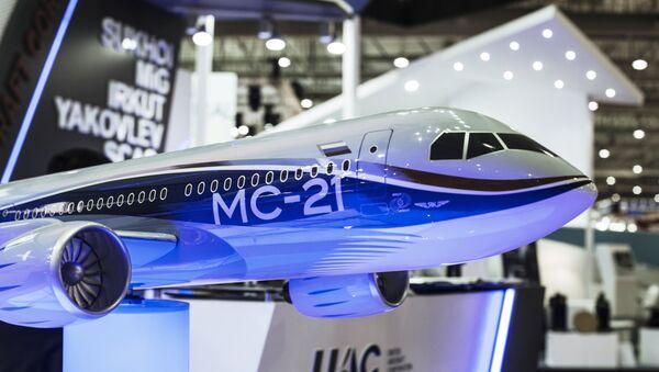 Modelo del avión MS-21 en Dubai Airshow 2015 - Sputnik Mundo