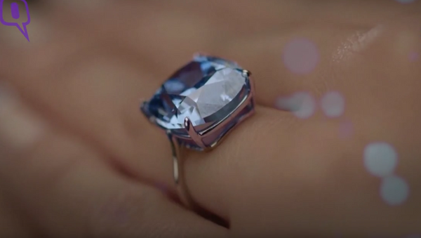 Diamante más caro del mundo, Luna azul, comprado por magnate hongkonés Joseph Lau - Sputnik Mundo