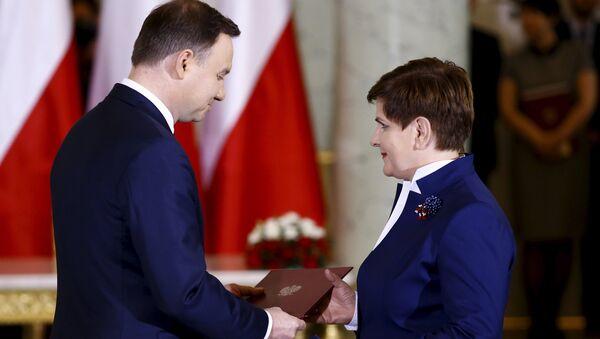 Presidente Andrzej Duda y primer ministra Beata Szydlo durante la ceremonia del nombramiento del nuevo Gobierno polaco - Sputnik Mundo