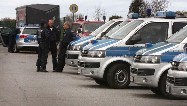 Policía alemana en Alsdorf tras las detenciones de tres sospechosos de organizar los ataques de París - Sputnik Mundo