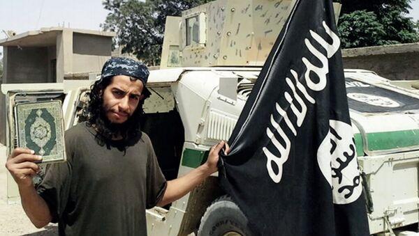 Abdelhamid Abaaoud, el supuesto organizador de los atentados en París - Sputnik Mundo