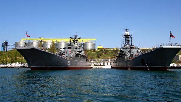 Los buques de la Flota del mar Negro en la base naval de Sebastopol - Sputnik Mundo
