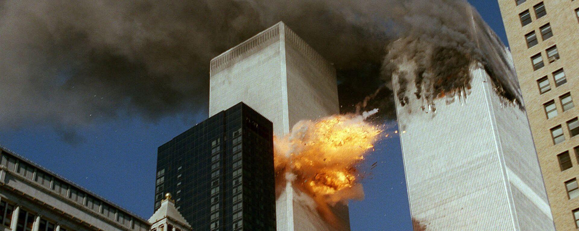 Momento del impacto del vuelo 175 contra la torre sur del World Trade Center, 11 de septiembre 2001 - Sputnik Mundo, 1920, 10.09.2021