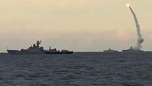 Rusia ataca a Daesh con misiles Kalibr lanzados desde submarinos (archivo) - Sputnik Mundo